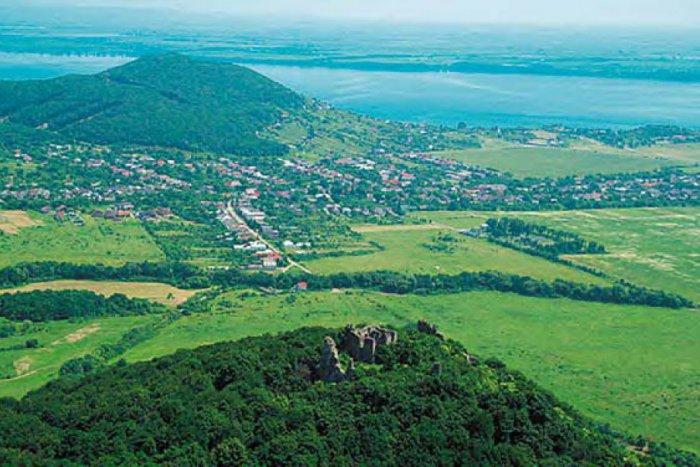 Ilustračný obrázok ku kvízu 10 rýchlych otázok vám ukáže, či dobre poznáte dedinky v okolí Michaloviec