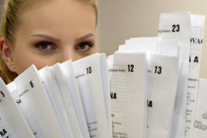 Ilustračný obrázok ku kvízu Za vynesenie hlasovacích lístkov hrozí pokuta. Otestujte sa, čo robiť vo volebnej miestnosti