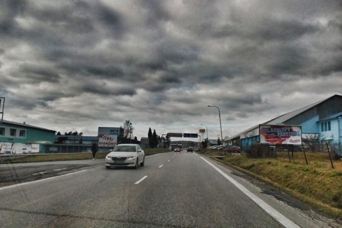 Ilustračný obrázok ku kvízu Označte správne z voleja maximálne povolené rýchlosti na humenských cestách