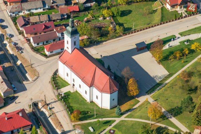 Ilustračný obrázok ku kvízu 10 snímok z okresu Spišská: Predveďte sa a priraďte ku každej tú správnu dedinu