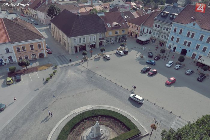 Ilustračný obrázok ku kvízu Rýchly KVÍZ: Rožňavské námestie v desiatich otázkach