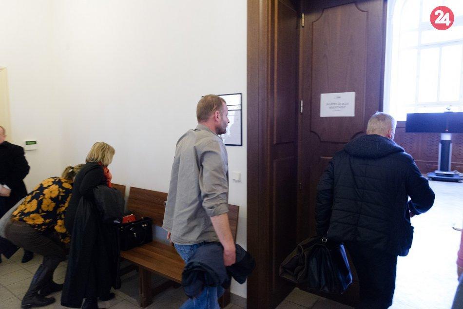Posun v kauze Mariatchi: Na súde v Nitre vypovedala trojica poškodených, FOTO a VIDEO | Dnes24.sk
