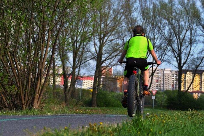 4914de599 Ilustračný obrázok k článku Polícia radí cyklistom vo VIDEU: Po chodníku  smú jazdiť len osoby