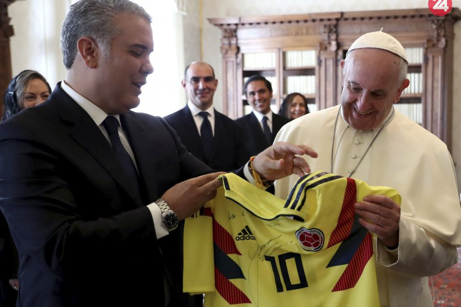 Ilustračný obrázok k článku KURIOZITA DŇA  Pápež František dostal futbalový  dres hráča Bayernu Mníchov 76038d37d4d