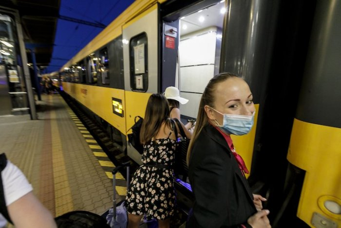 Ilustračný obrázok k článku SVET O SLOVENSKU: Ľudia sa vrhli do lôžkových vlakov. Cestujú tak aj k moru