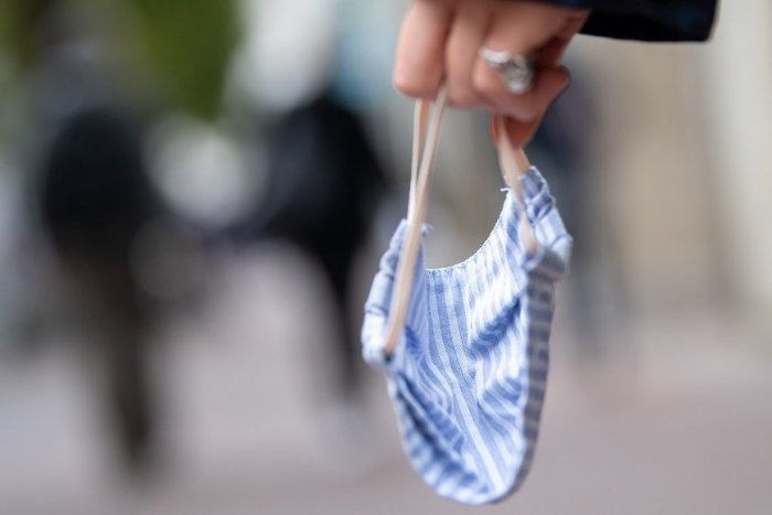 Ilustračný obrázok k článku WHO rúška najprv spochybňovala, teraz radí nosiť ich aj DOMA! V ktorých prípadoch?