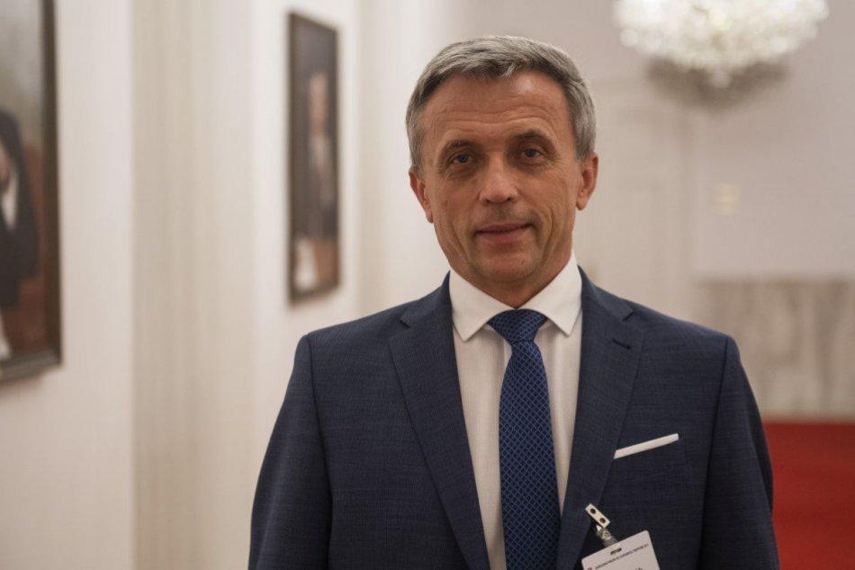 Ilustračný obrázok k článku O jedného menej: Ján Hrivnák mal stiahnuť kandidatúru na post generálneho prokurátora