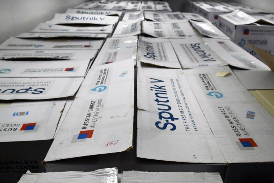 Záujem o Sputnik V je nízky, vakcíny čoskoro expirujú: Slovensko ich predá alebo daruje